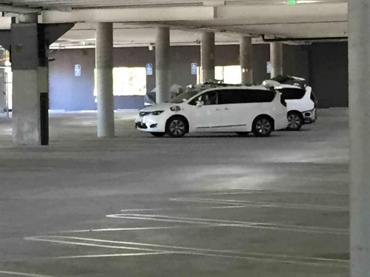 Le prime Google Car a guida autonoma targate Fiat sono state avvistate in un garage (foto)