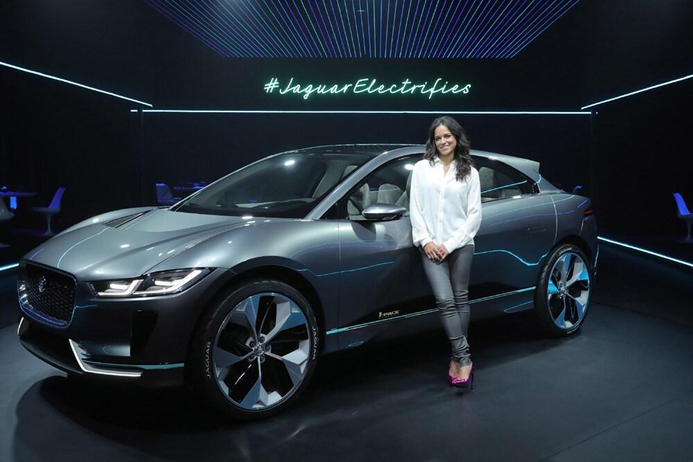 Jaguar I-PACE è un bellissimo concept del SUV elettrico che sfiderà Tesla Model X (foto)