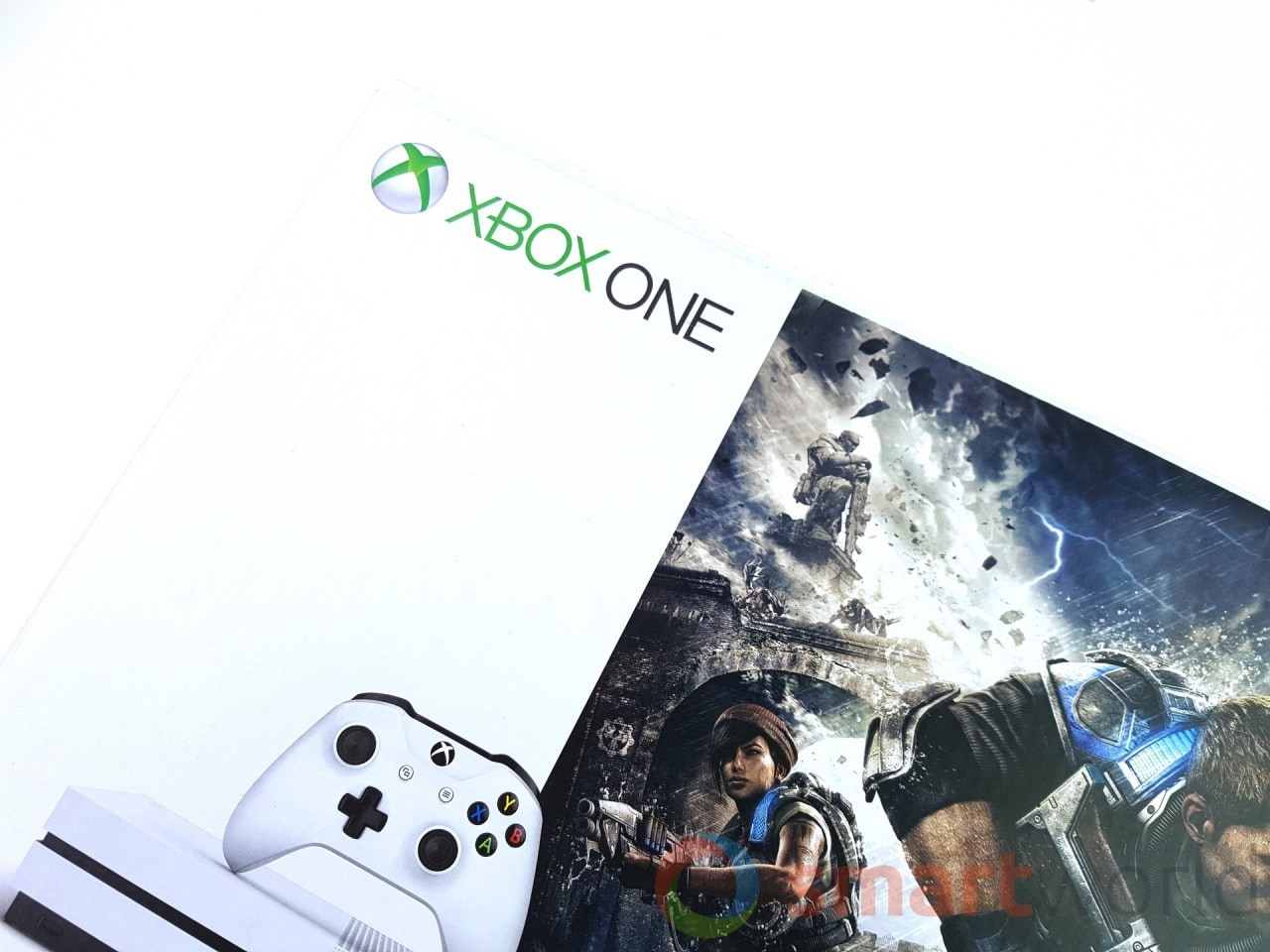 Recensione Xbox One S - La confezione di Xbox One S Limited Bundle comprensivo di Gears of War 4.