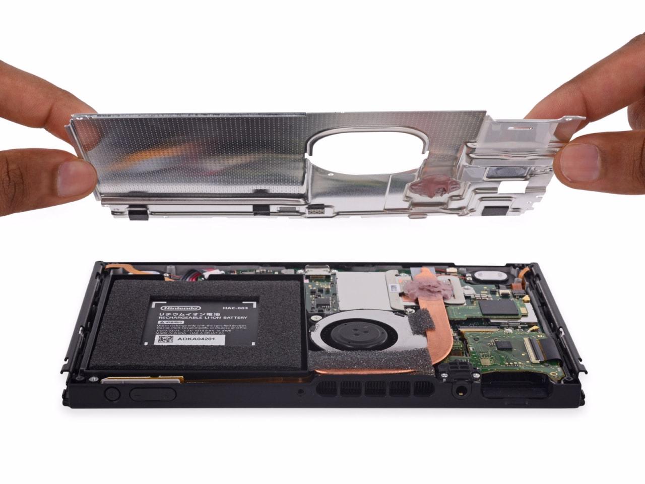 Il teardown di Nintendo Switch rivela il suo alto grado di riparabilità e conferma RAM e processore