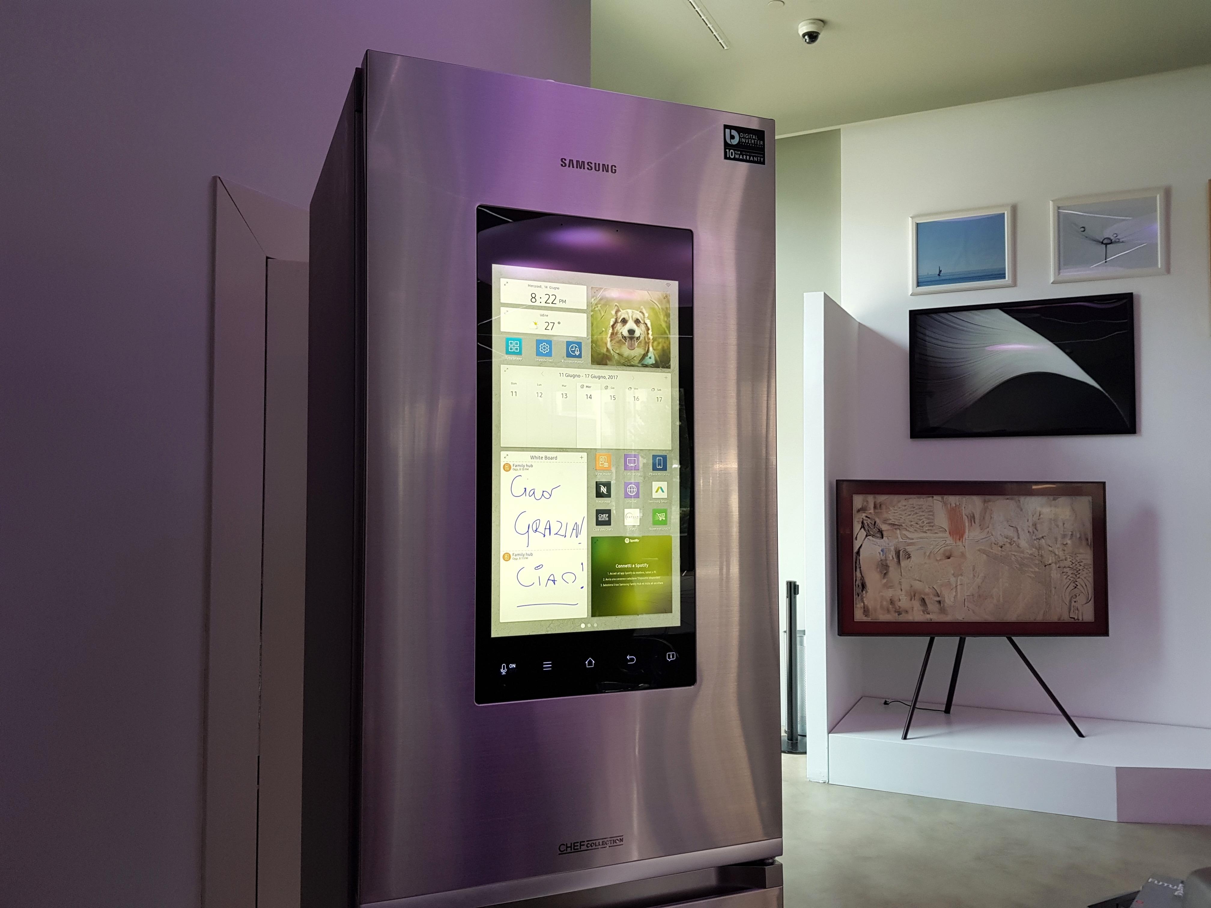 Il frigo smart di samsung anteprima del frigorifero tizen for Frigorifero samsung con schermo