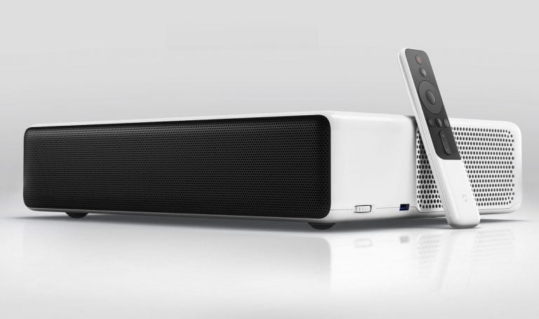 Il proiettore laser di Xiaomi arriverà presto in Europa e avrà Android TV (foto)