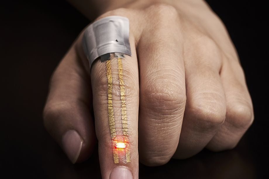 Questi strani tatuaggi dorati potrebbero essere i wearable del futuro (foto)