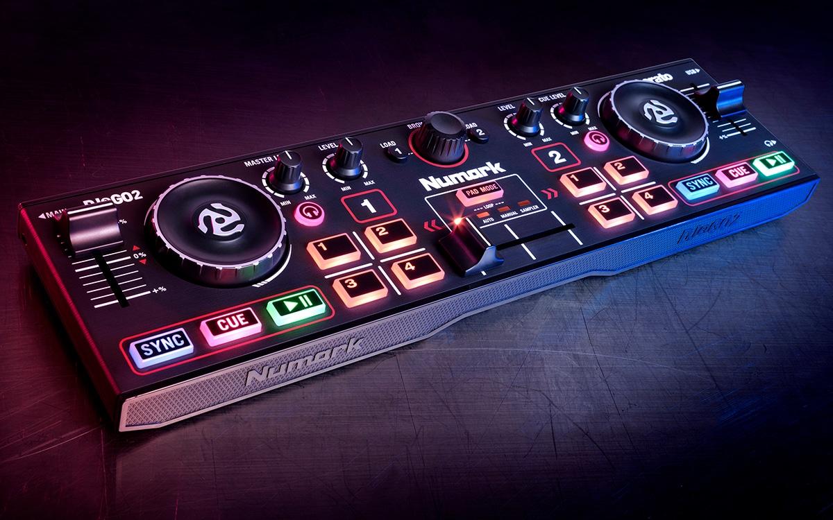 Numark ha presentato la più piccola console da DJ portatile esistente (video)