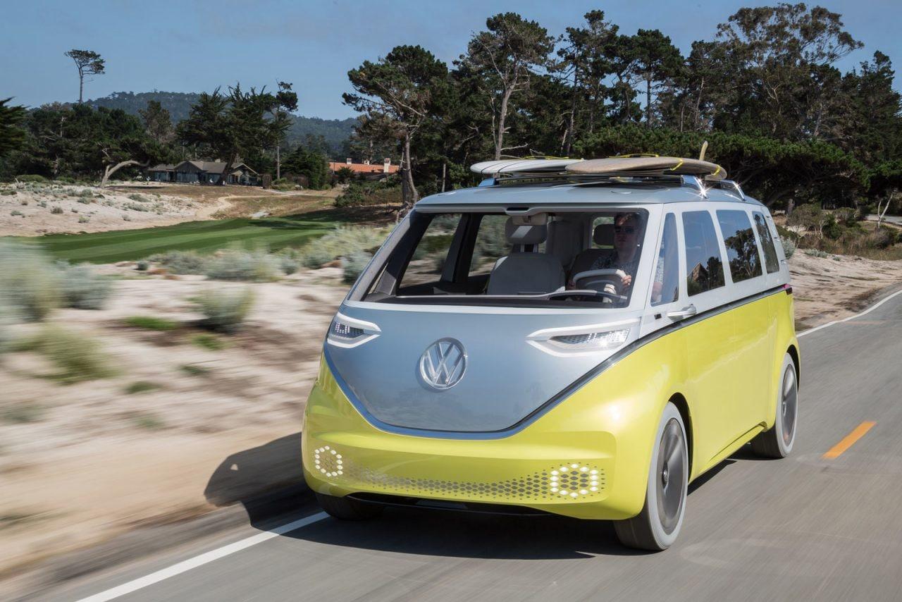 Lo storico pulmino Volkswagen ritorna richiamando le linee del passato, ma con un cuore tutto elettrico (foto)