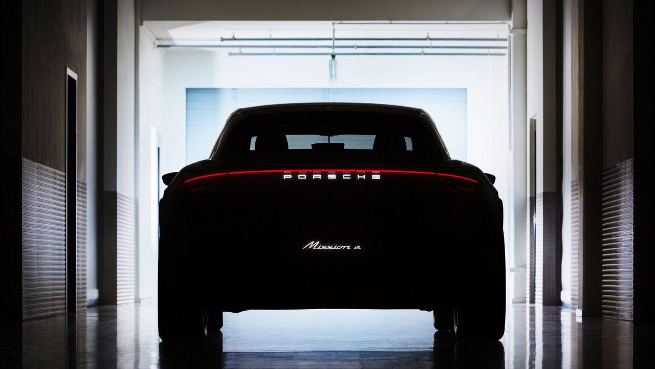 Porsche svela il suo crossover elettrico che fa già tremare Tesla Model X (foto)