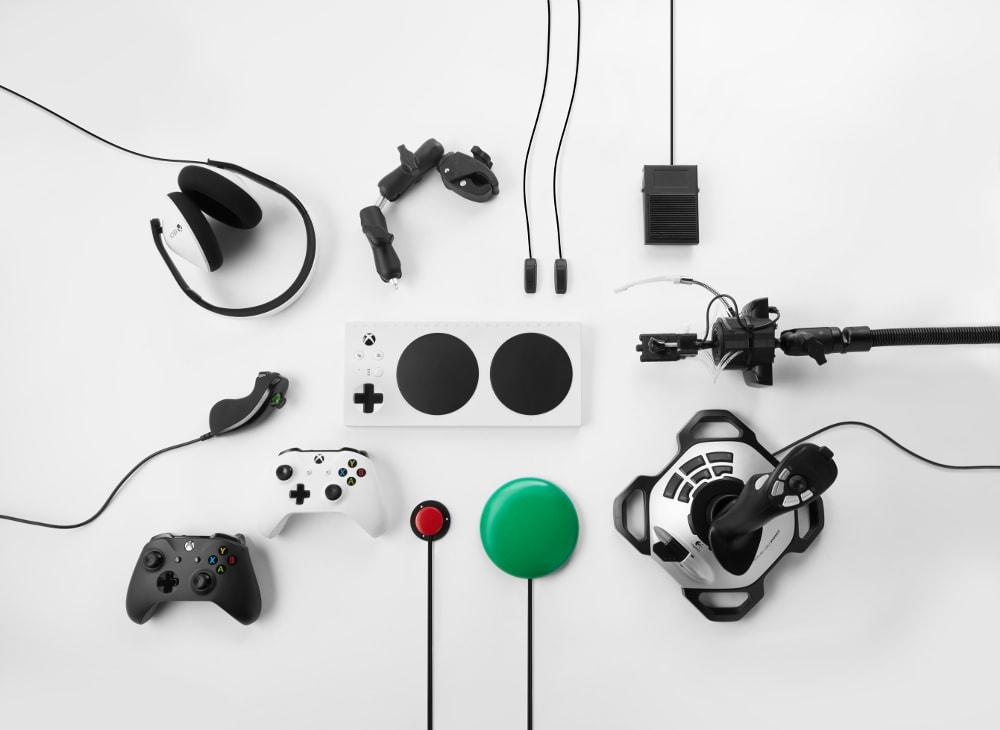 Microsoft annuncia il controller Xbox Adaptive, lo strumento di accessibilità per il gaming (foto e video)