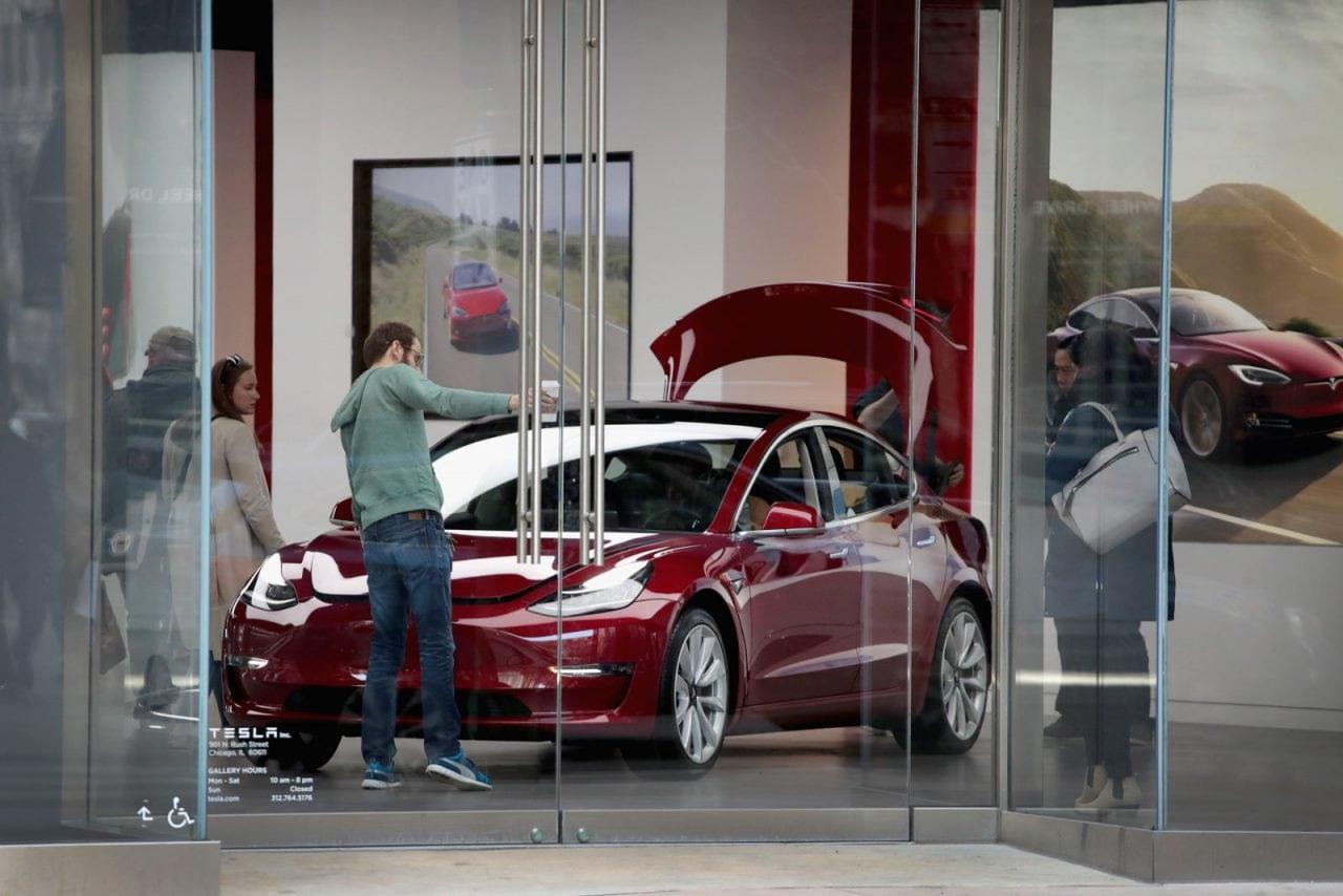 Il lancio internazionale di Tesla Model 3 è stato posticipato al 2019
