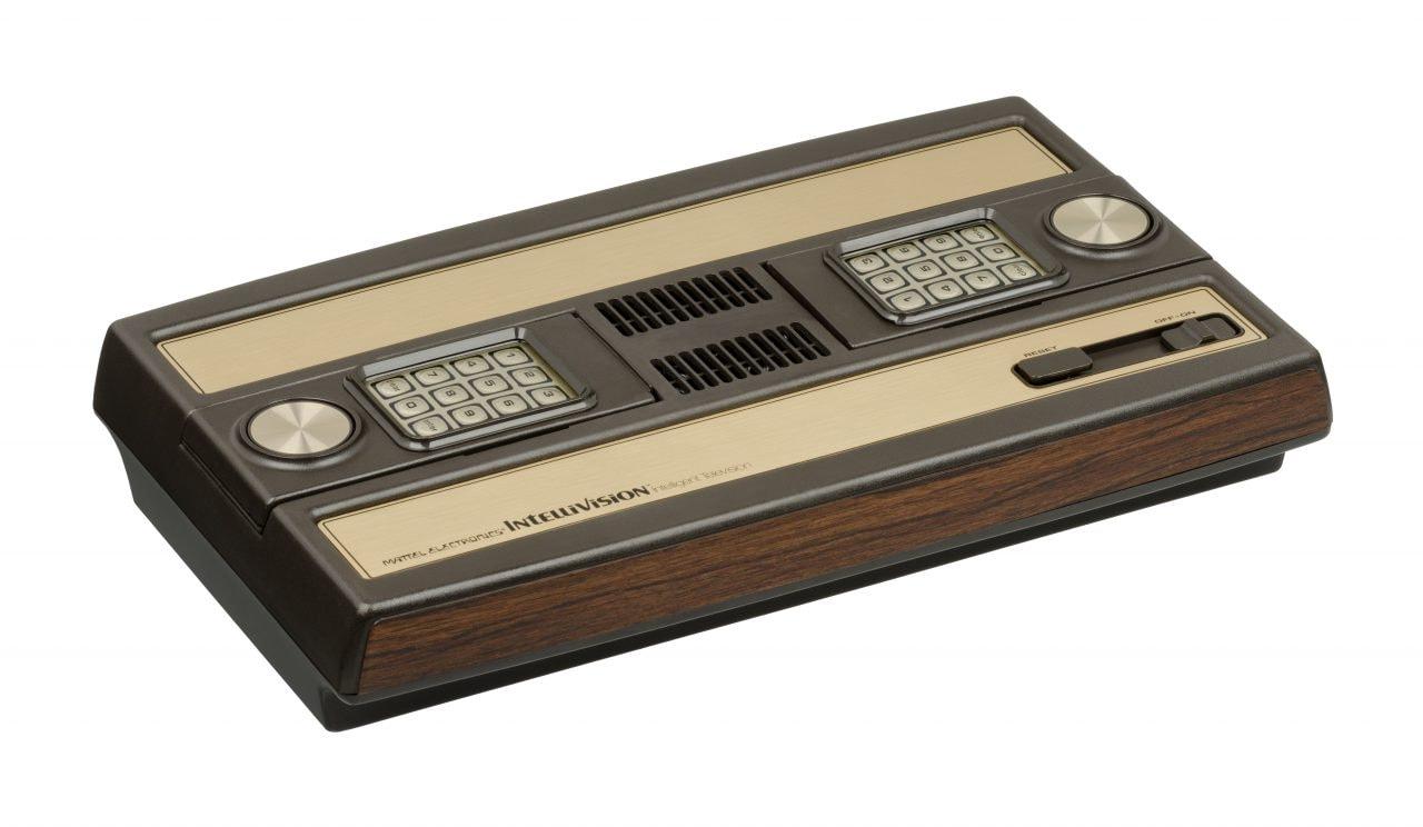 Non c'è più fine alla nostalgia: sta tornando anche Intellivision, speriamo con un controller migliore...