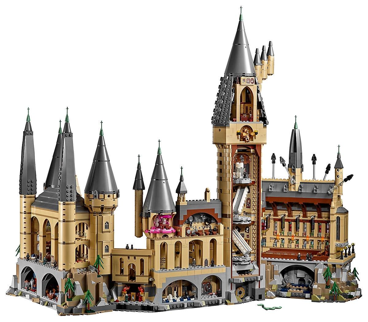 Ma quanto è bello, enorme e caro il nuovo set LEGO del castello di Hogwarts?! (foto)