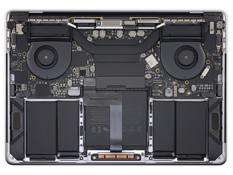 MacBook Pro 2018 smontato pezzo per pezzo: la riparabilità continua a lasciar desiderare (foto)
