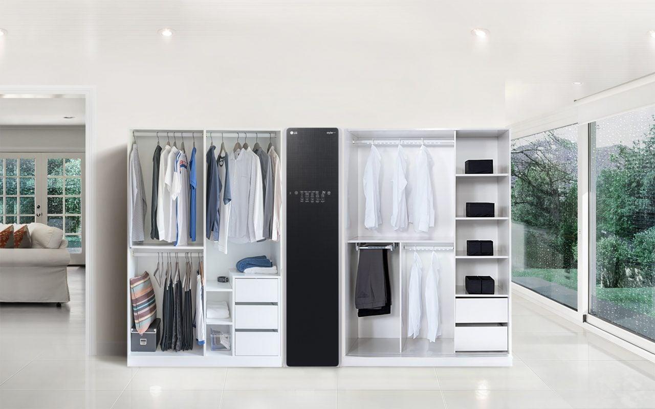 LG presenta Styler ThinQ, l'armadietto con l'IA che stira, asciuga, disinfetta e deodora (foto)