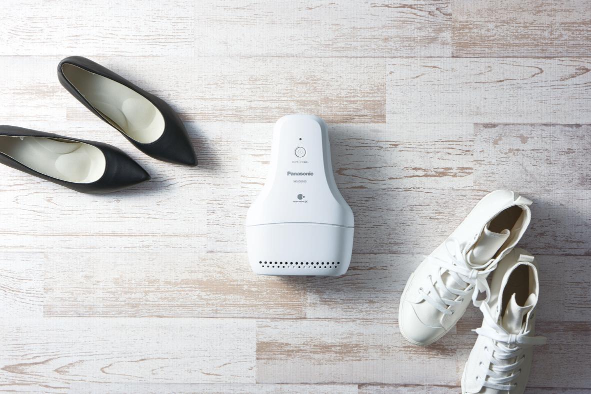 """Panasonic presenta l'aspiratore degli """"odori"""" per le vostre scarpe: promette di farlo bene ma non velocemente (foto)"""