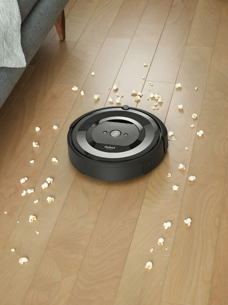 iRobot presenta Roomba e5, il robot aspirapolvere programmabile e che si comanda a distanza (foto)