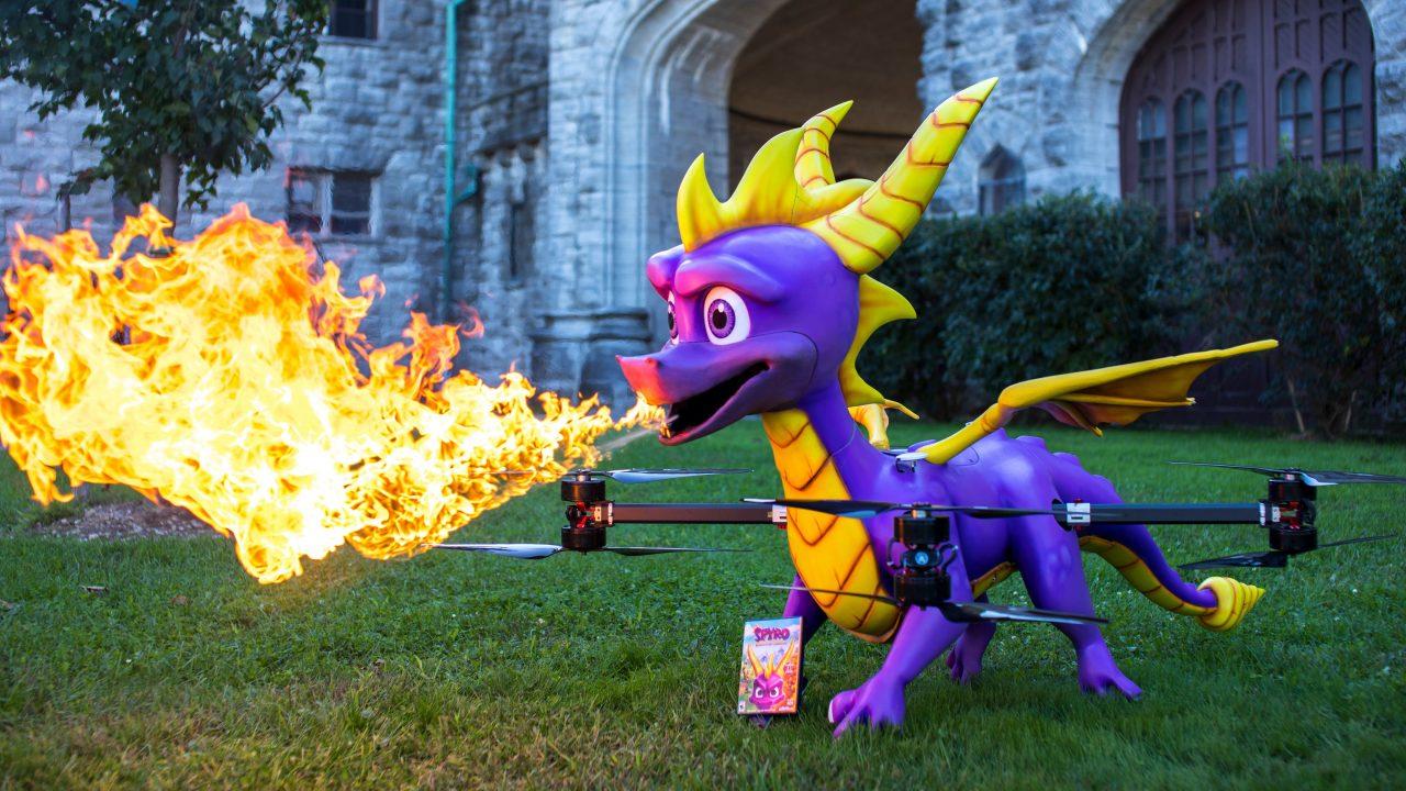 È un uccello? È un aereo? No, è il drone di Spyro, è a grandezza naturale e sputa fuoco! (foto e video)