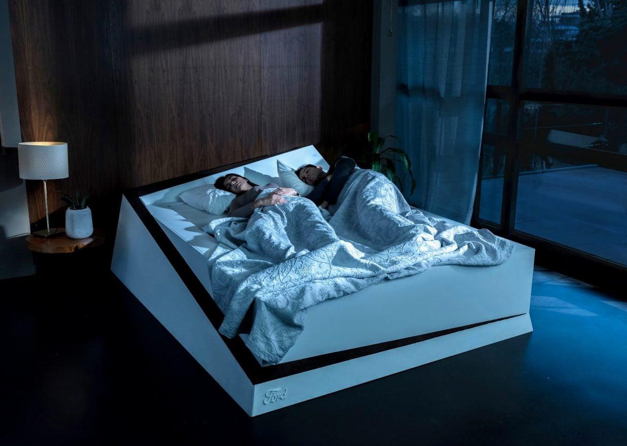 Il vostro partner non invaderà più la vostra metà del letto, grazie al nuovo materasso Ford (foto e video)