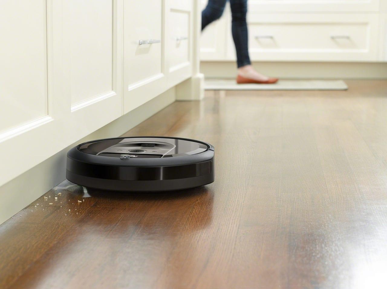 Dimenticatevi delle pulizie: Roomba i7+ ricorda le stanze e si svuota da solo!