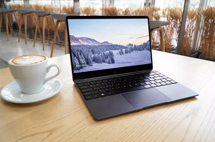 Questo portatile ha pochissime cornici, costa pochissimo ed è ovviamente targato Chuwi (foto)