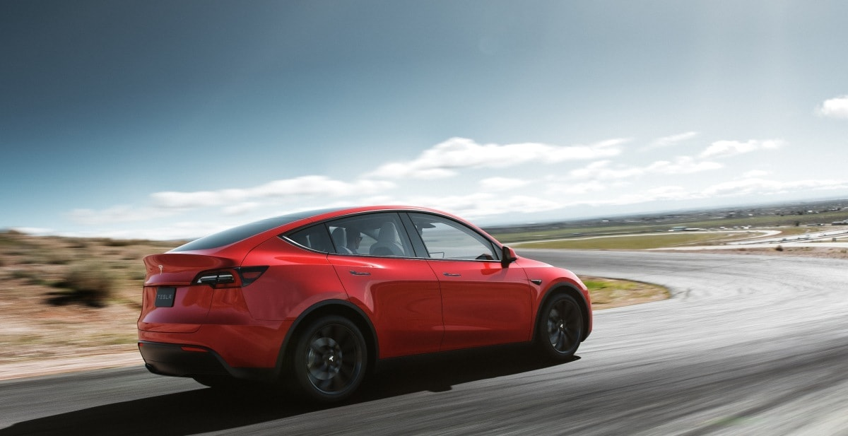 Ora sì che il parco auto di Tesla è davvero S3XY: in arrivo il nuovo SUV Model Y (foto)