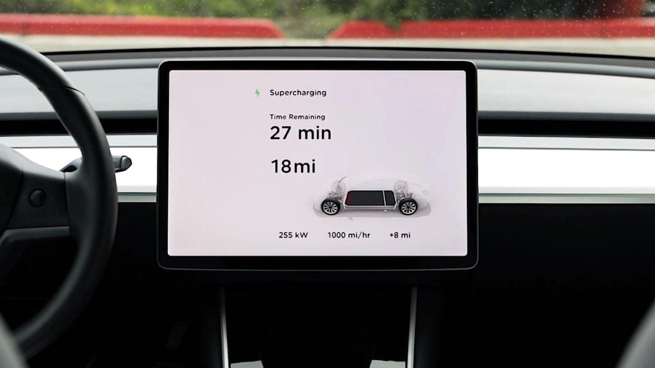 Tesla svela V3 Supercharging: una notte di ricarica per arrivare letteralmente in capo al mondo (video)