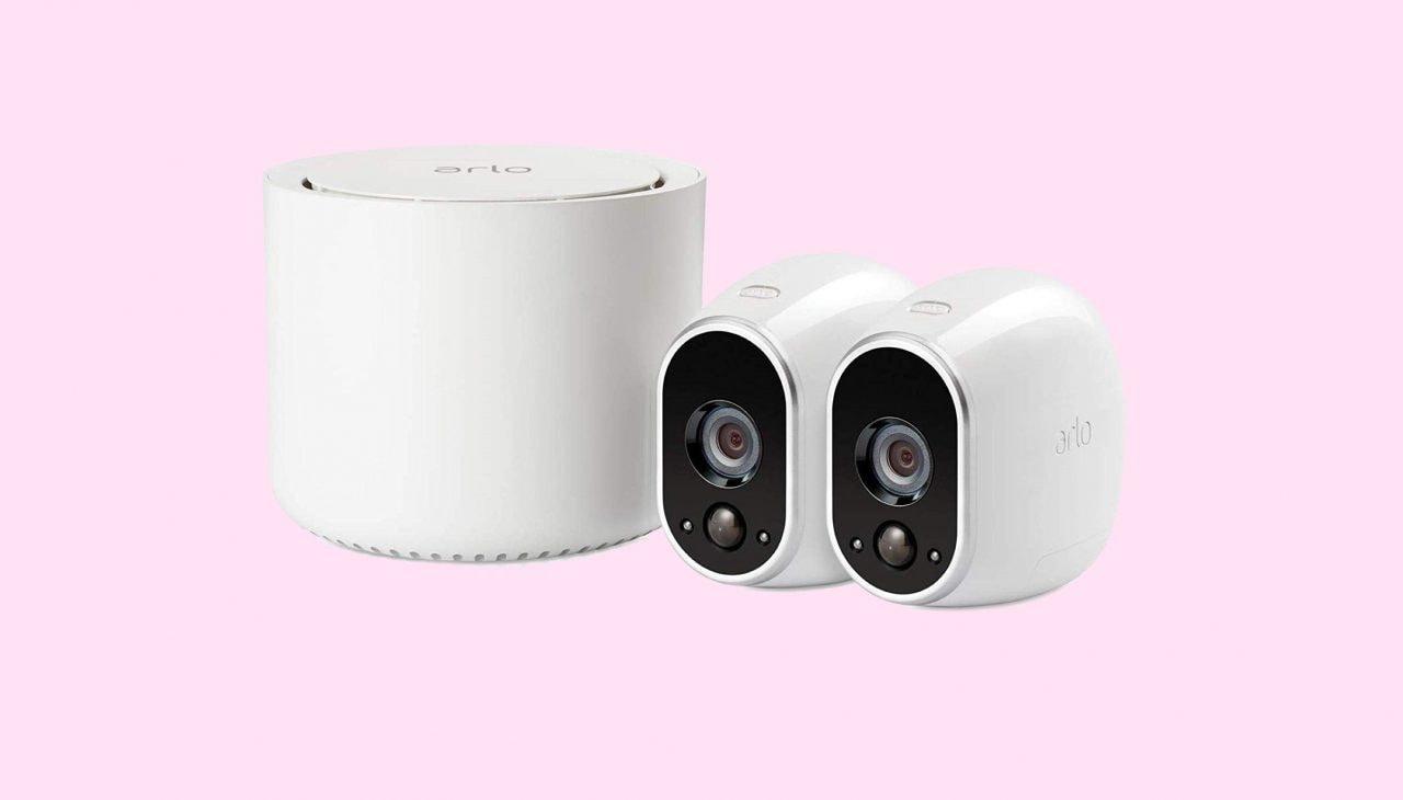 Il kit di videosorveglianza Arlo a metà prezzo su Amazon: due security-cam per proteggere la casa