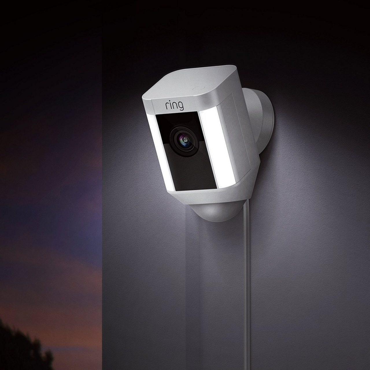 Security cam Ring Spotlight a soli 169€ su Amazon: è il miglior prezzo!