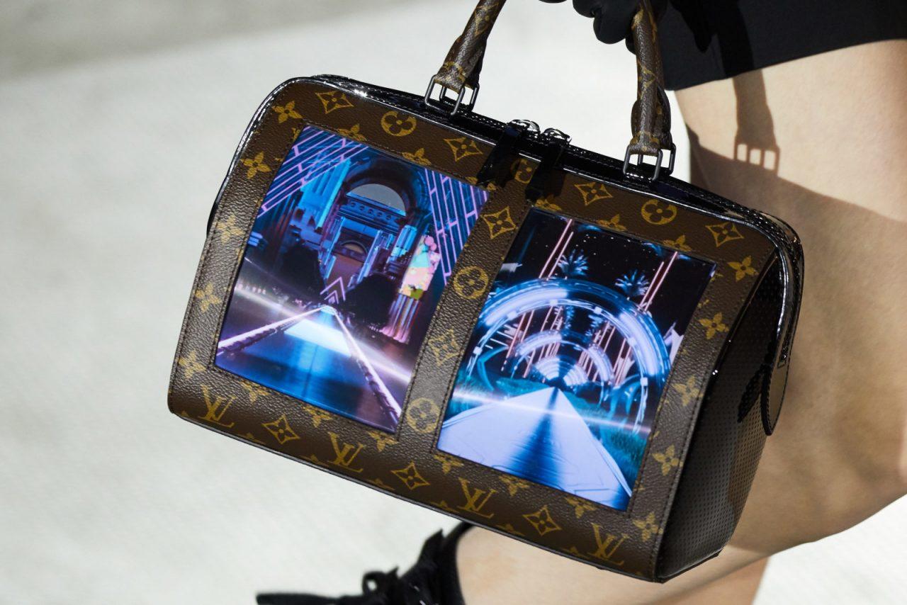 Sì, ora anche Louis Vuitton è nel mercato degli schermi flessibili (video)