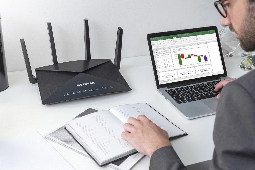 Anche i super router possono essere in sconto: Netgear Nighthawk X10 costa 200€ in meno