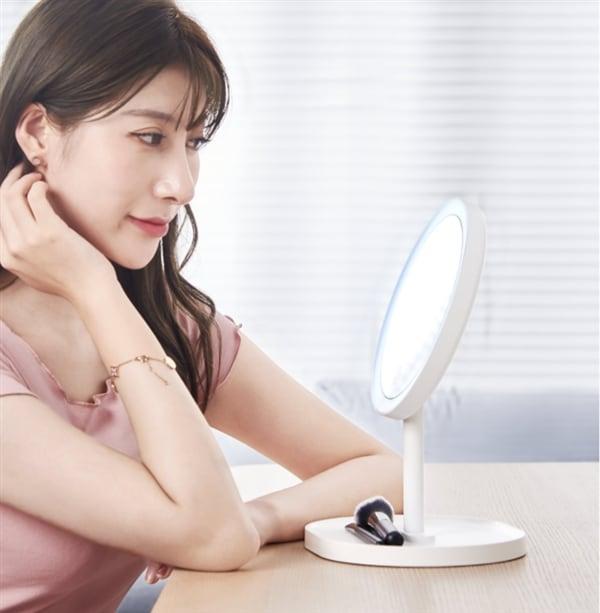 Xiaomi pensa anche al vostro trucco grazie al nuovo LED Makeup mirror (foto)