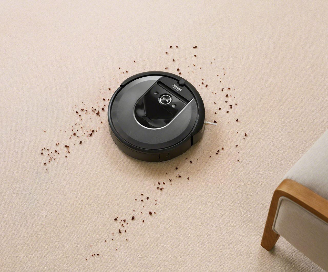 iRobot Roomba i7+ è un aspirapolvere molto smart: pulisce a fondo e si svuota da solo