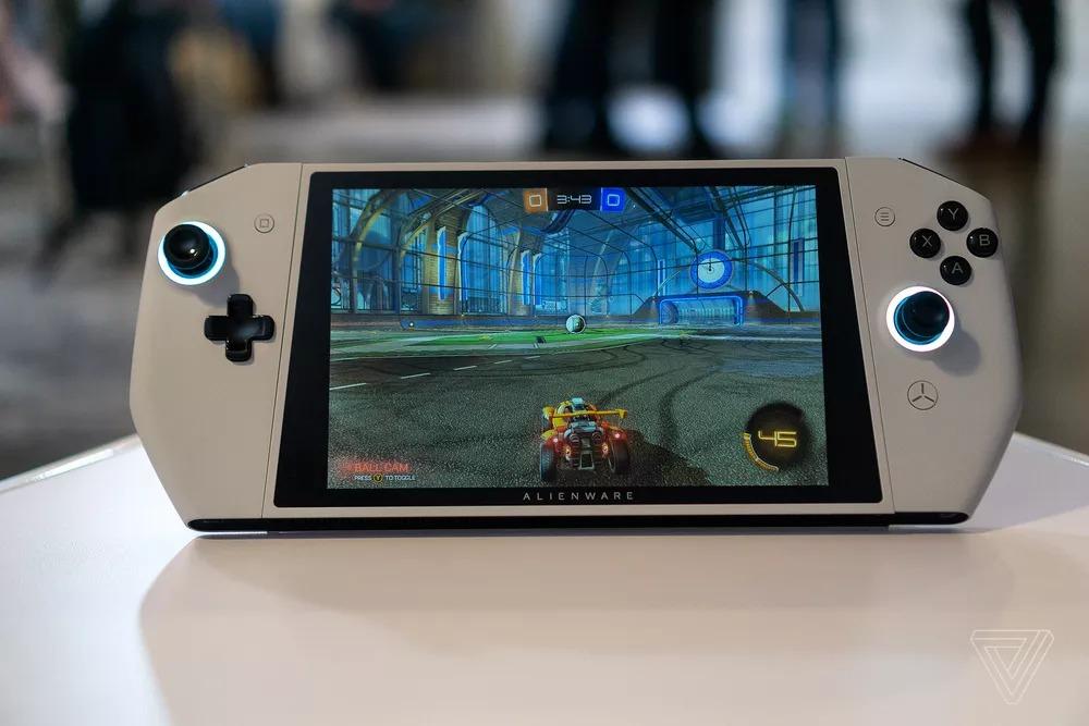 Nintendo Switch scansati: arriva Alienware UFO con Windows 10 e giochi PC (foto e video)