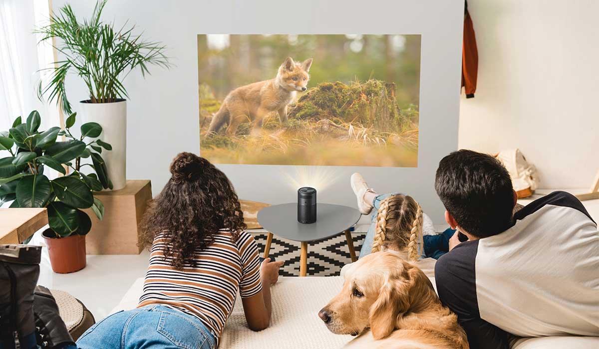 Offerta lampo Amazon: ecco Nebula, il proiettore portatile Smart che trasforma la casa in un cinema