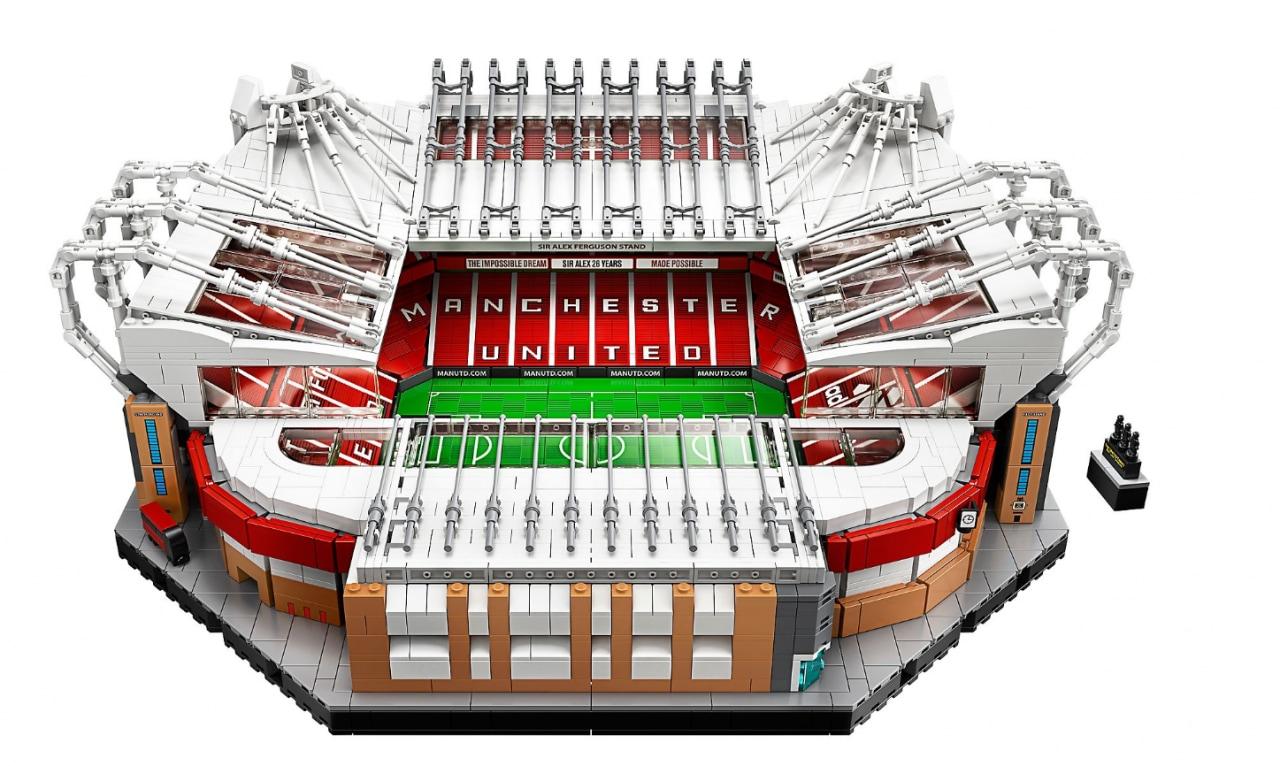 """Il set LEGO dell'Old Trafford di Manchester: costruire il """"Teatro dei Sogni"""" ha il suo prezzo (foto)"""
