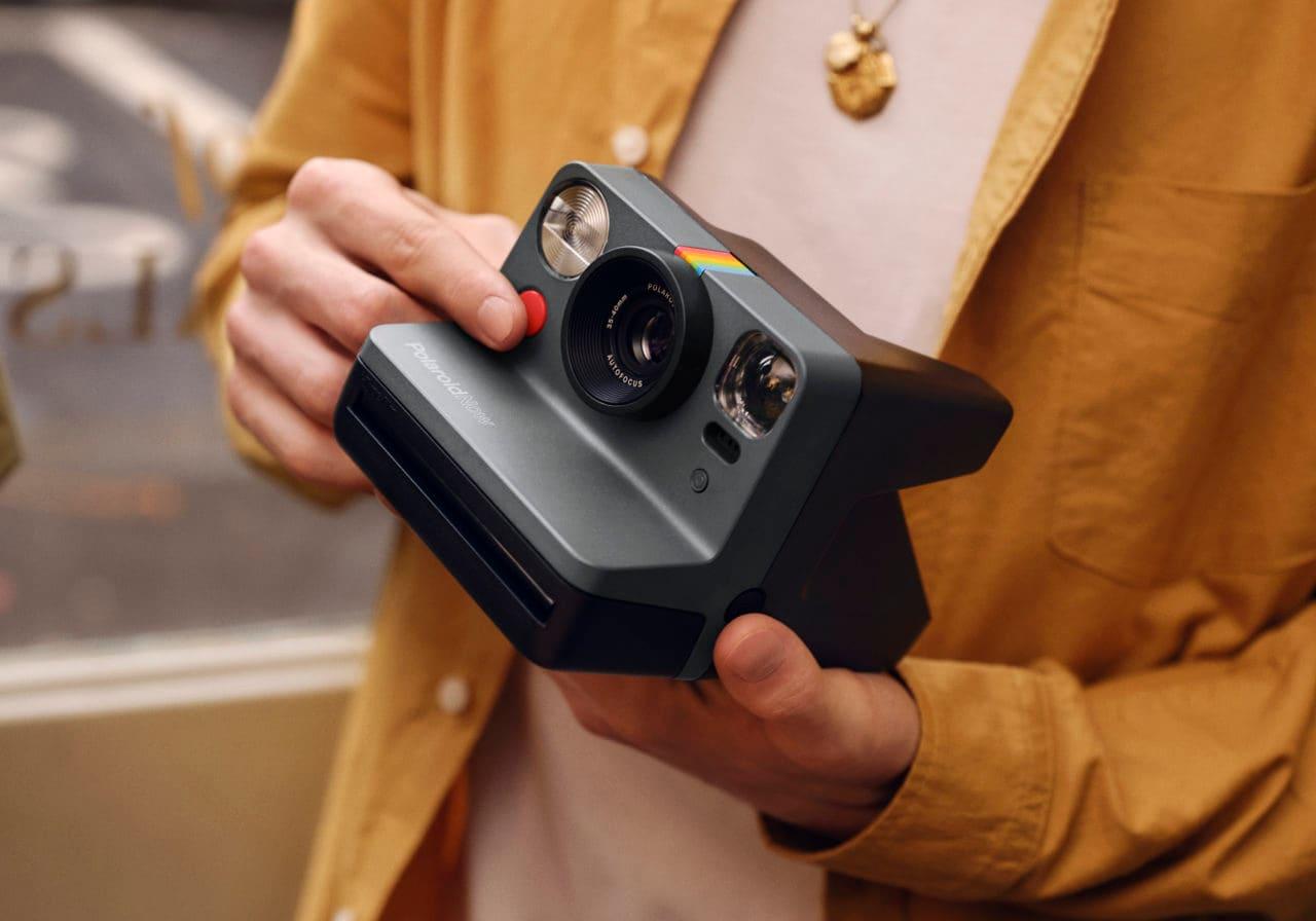 Polaroid Now, la nuova fotocamera analogica di Polaroid, dà il benvenuto all'autofocus, ma... (foto)