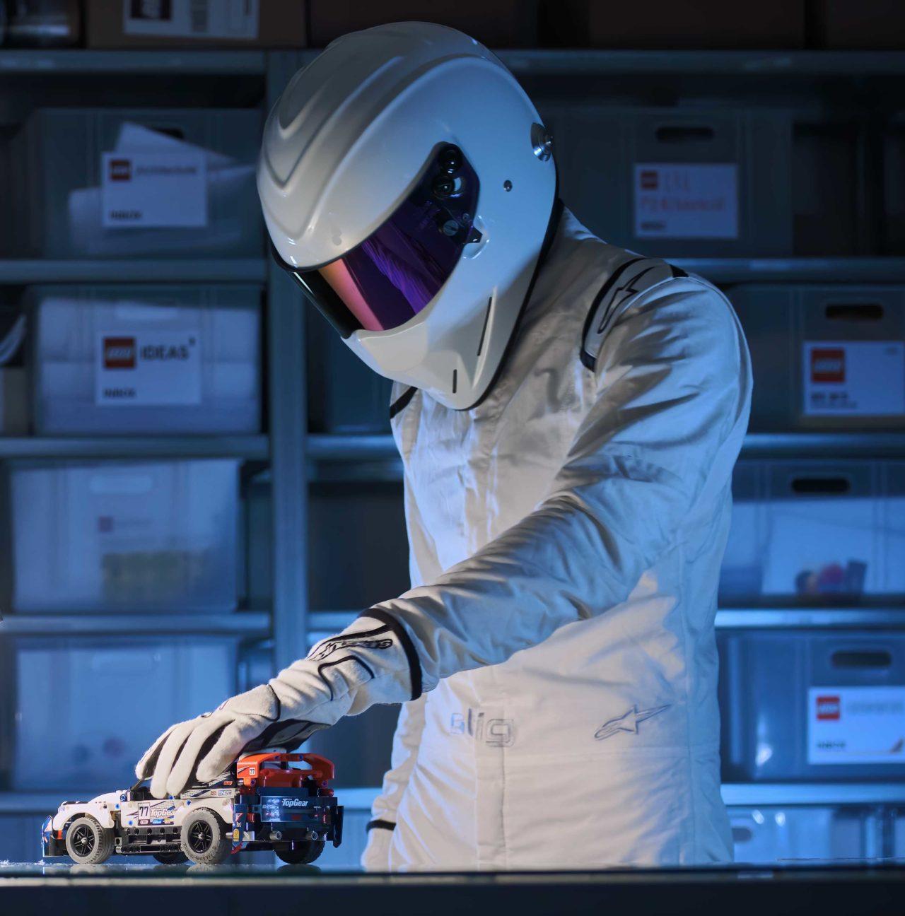 Il criptico silenzio di The Stig arriva anche su LEGO Technic, ed è una gioia per gli occhi(foto)