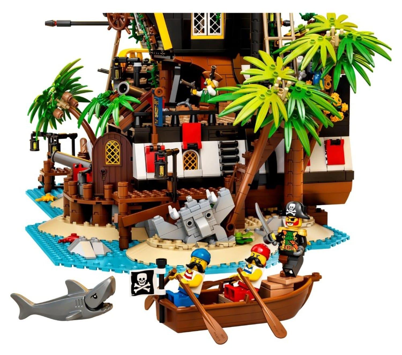 lego-ideas-30-21233-pirates-of-barracuda-bay-0008a(1)