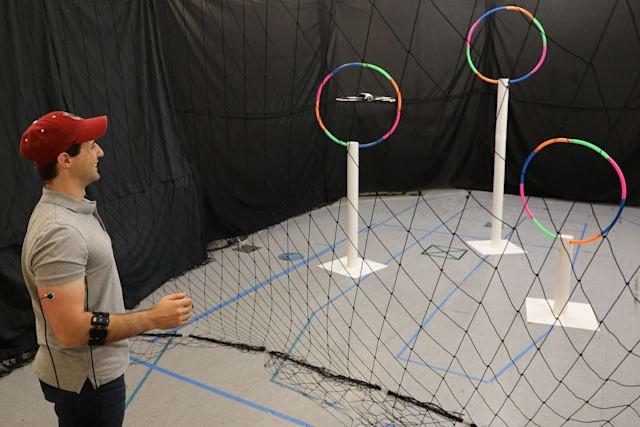 Al MIT controllano i droni con i muscoli del braccio! (video)