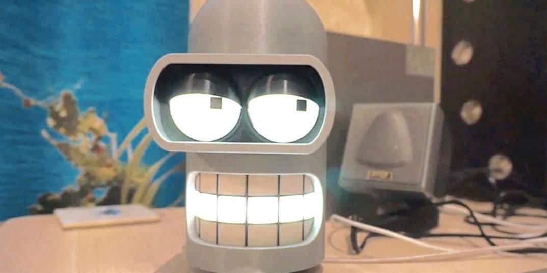 L'assistenza diventa irriverente quando si ha Bender come assistente (video)