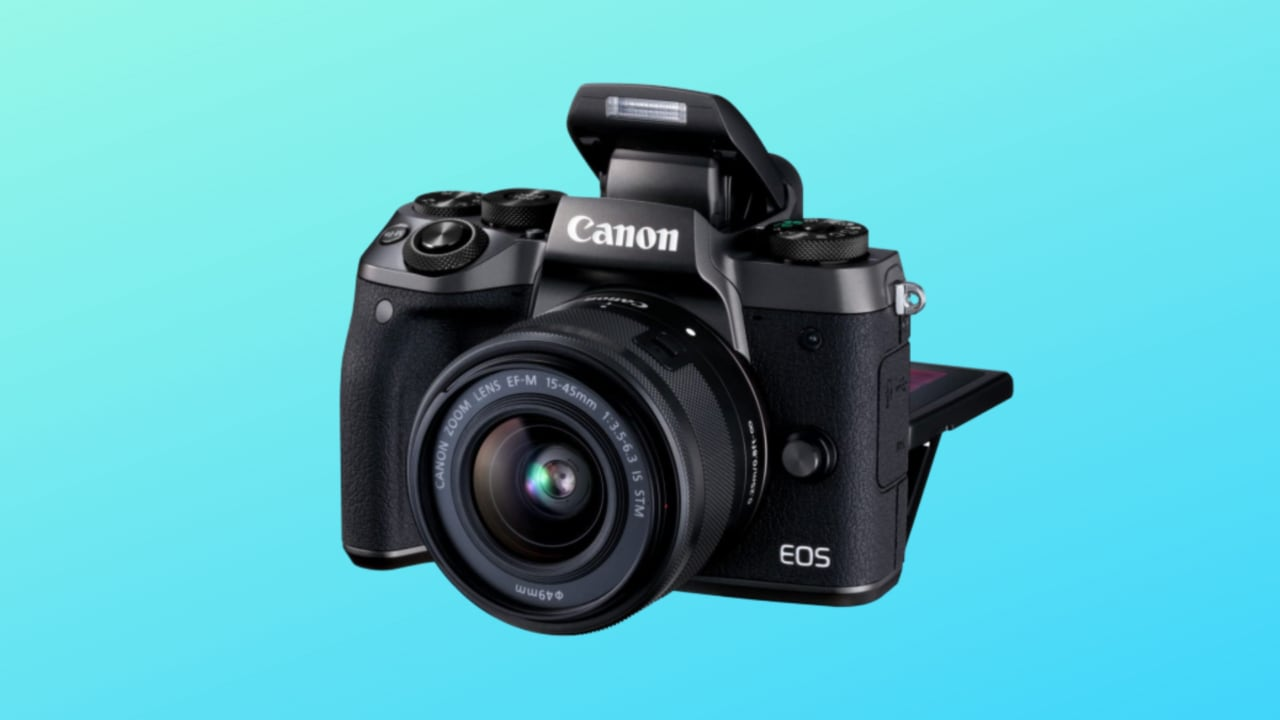 Crollo di prezzo per Canon EOS M5: una bella mirrorless con obiettivo EF-M 15-45mm