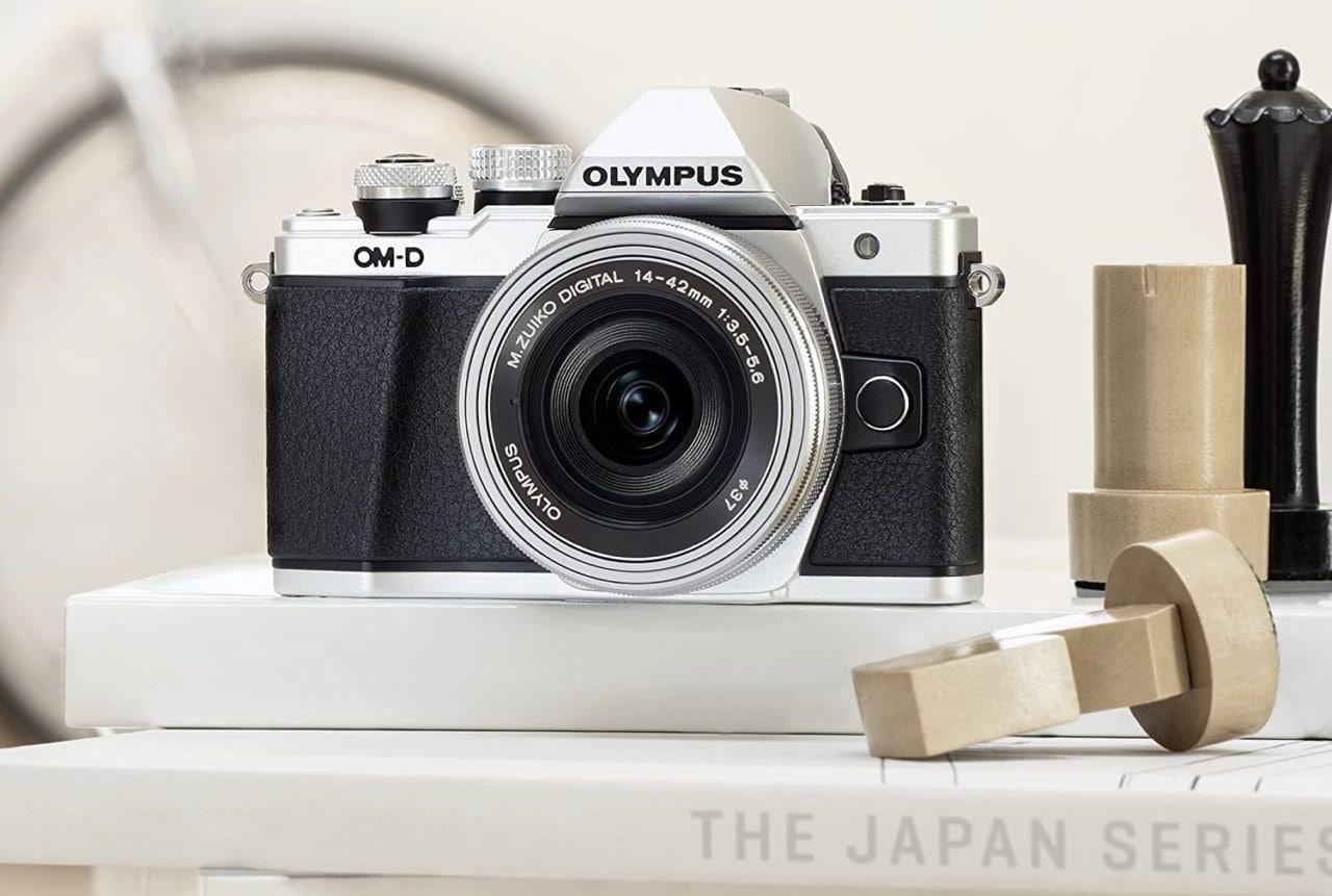 Prezzo al minimo storico per Olympus OM-D E-M10 Mark II: potente e dal design classico