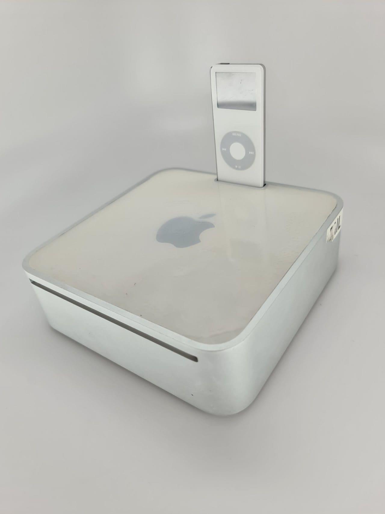 E questo cos'è, un Mac mini con dock per iPod nano?! (foto)