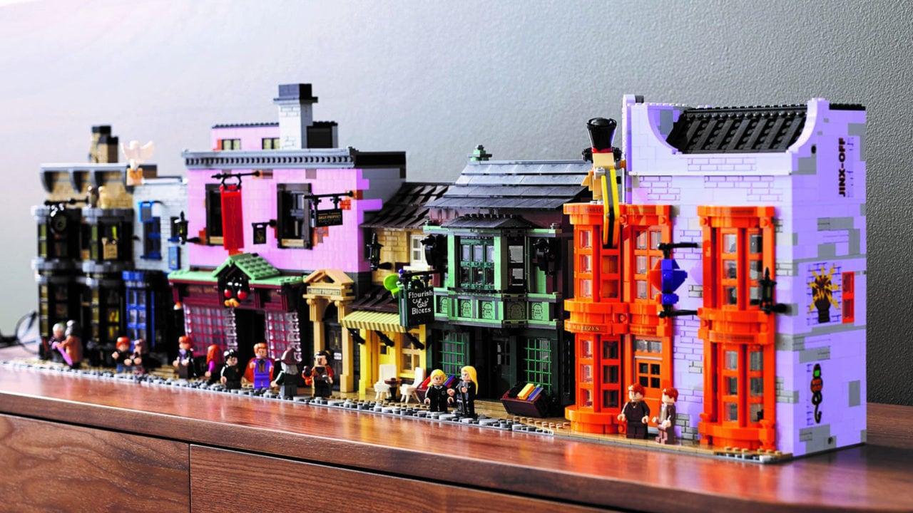 Il set LEGO Diagon Alley disponibile da oggi è a dir poco gargantuesco, e il prezzo non scherza