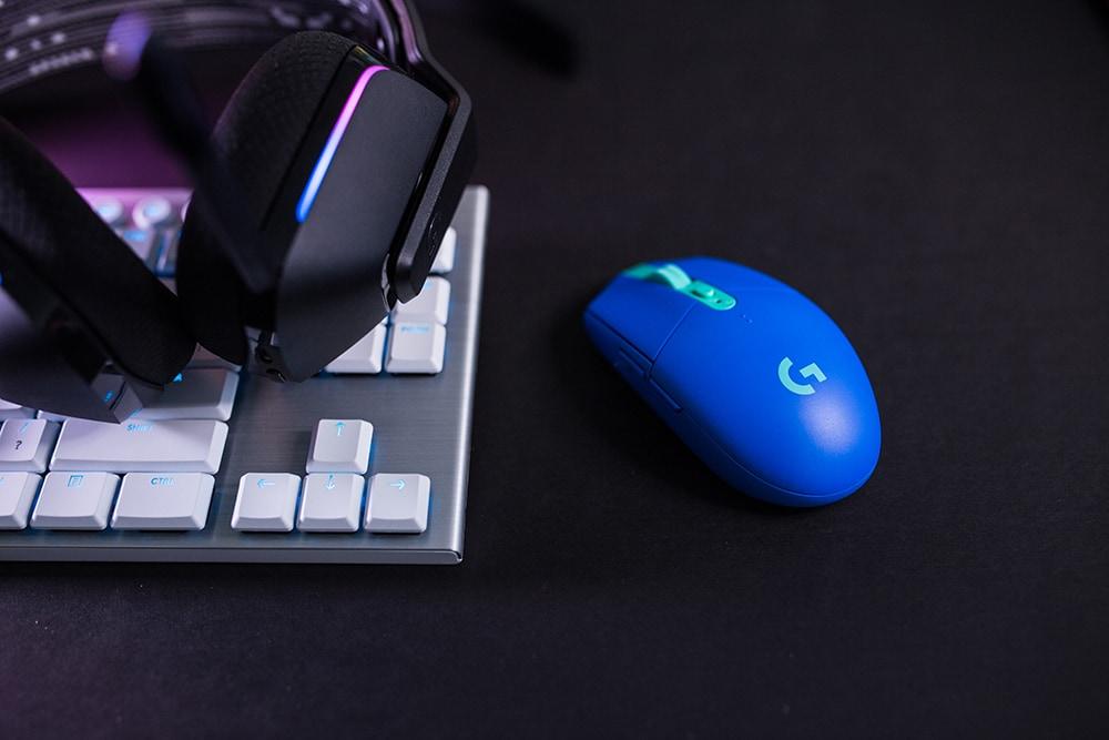 Logitech G lancia la nuova Color Collection, il pezzo forte sono le cuffie G733 LIGHTSPEED (foto)