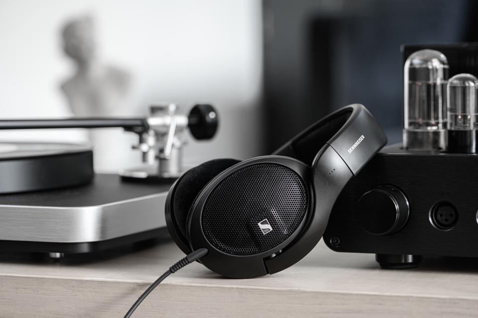 Sennheiser presenta le nuove cuffie a padiglione aperto HD 560S: comodità e qualità sonora ad un buon invitante (foto)