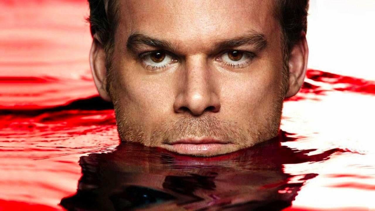 Dexter, il ritorno! Annunciata la miniserie che riporterà sugli schermi il famoso serial killer (aggiornato)