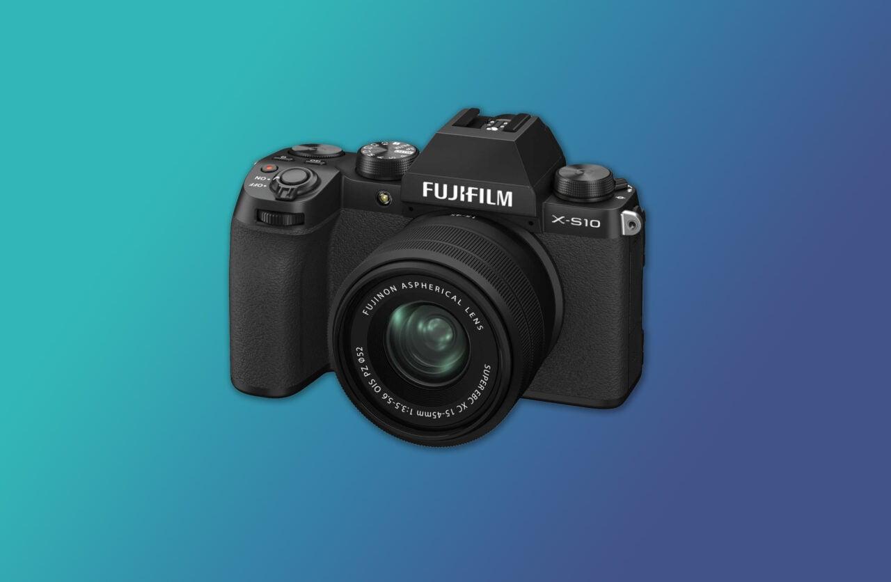"""Fujifilm X-S10 ufficiale: mirrorless di qualità, ma """"diversa"""" dalle altre Fujifilm"""
