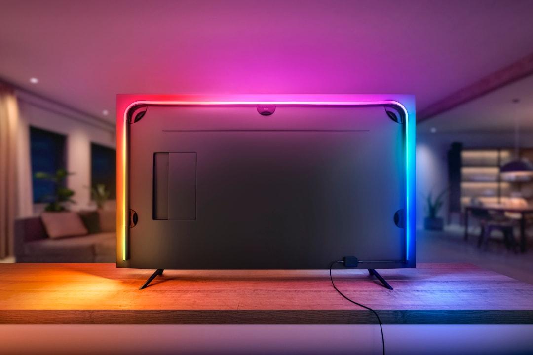 Se volete rendere magiche le vostre serate davanti alla TV, provate la nuova striscia LED Philips Hue Play (foto)
