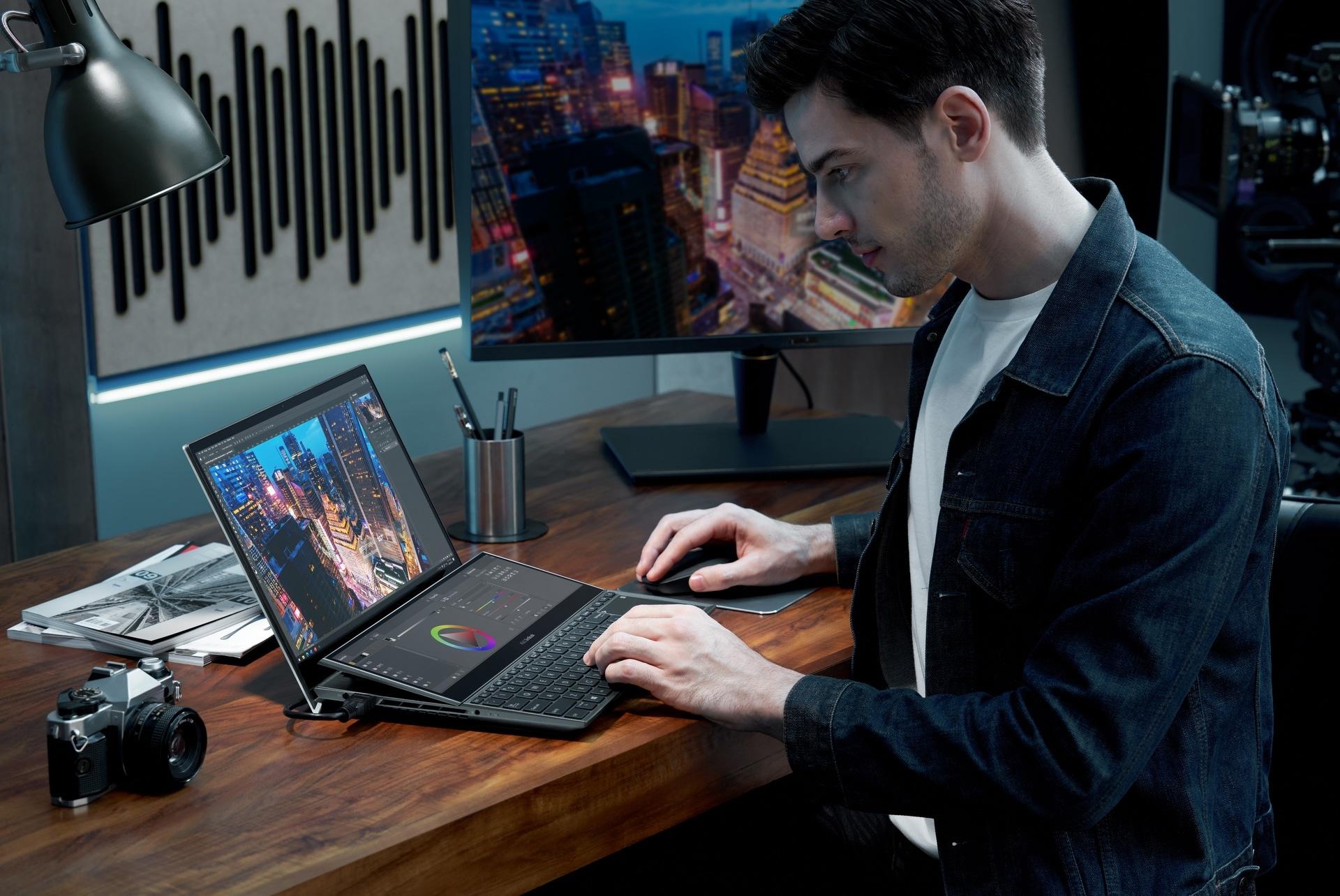 ZenBook Pro Duo 15 OLED_UX582_Scenario photo_02