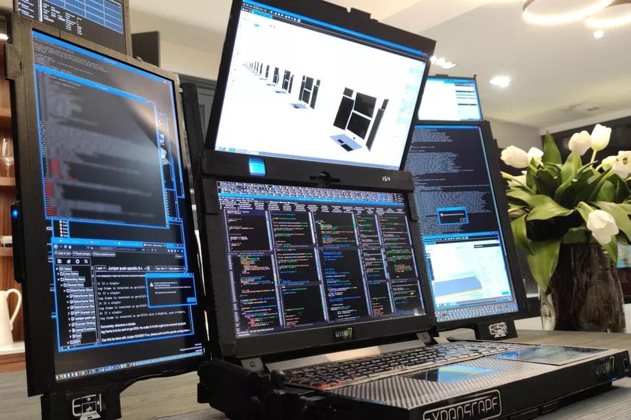 Questo PC è l'inno all'abbondanza: come si gestiscono 7 schermi in 4K? (foto)