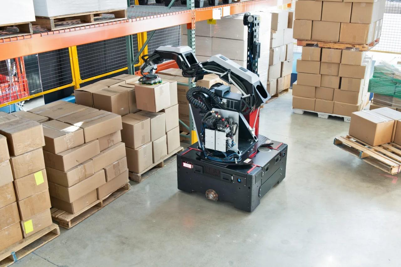 Boston Dynamics torna con un nuovo robot pensato per i magazzini: ecco Stretch (foto)